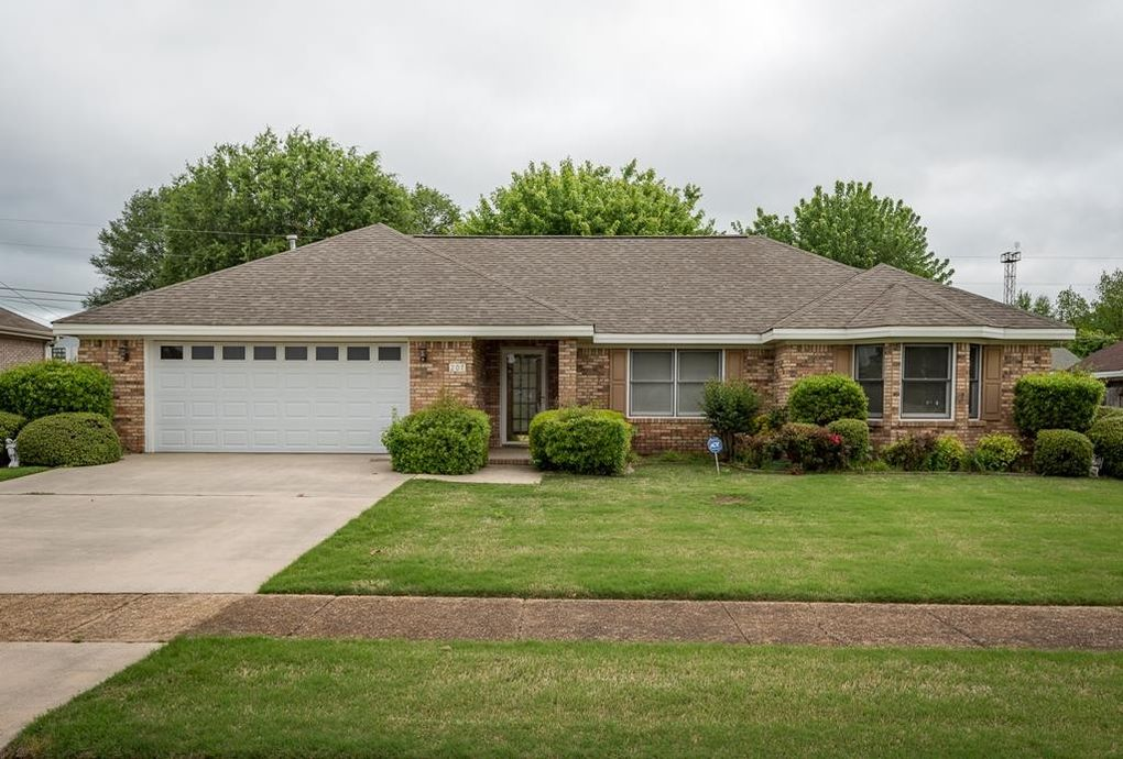 207 W Michigan Ave, Muscle Shoals, AL 35661 - realtor.com®