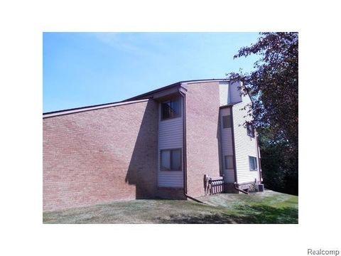 4459 Laurel Club Cir Apt 18, West Bloomfield Township, MI 48323