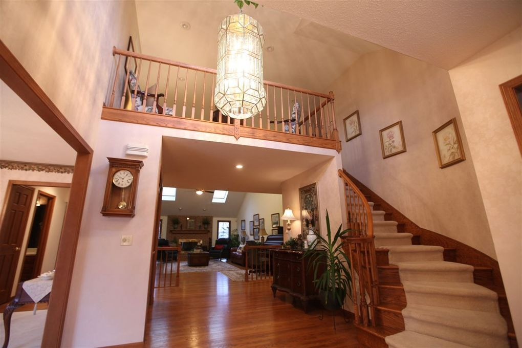 59159 High Pointe Dr, South Bend, IN 46614