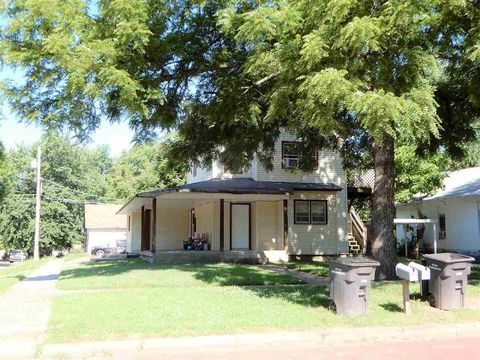 Photo of 919 S B St, Arkansas City, KS 67005