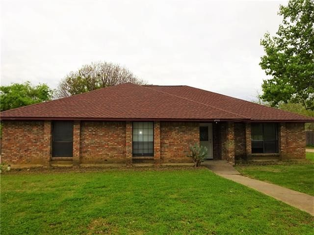 2001 Ola Ln Grand Prairie, TX 75050
