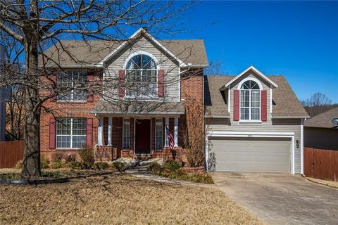 Photo of 800 Foxfire Ln, Bentonville, AR 72712
