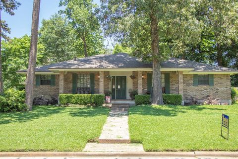 Photo of 140 Augusta Dr, Huntsville, TX 77340