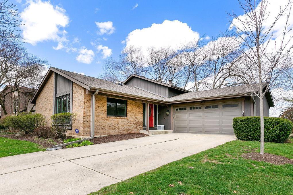 2040 Carriage Hill Rd, Lisle, IL 60532