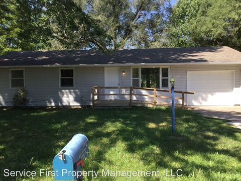 Photo of 425 N Russell Ave, Bolivar, MO 65613