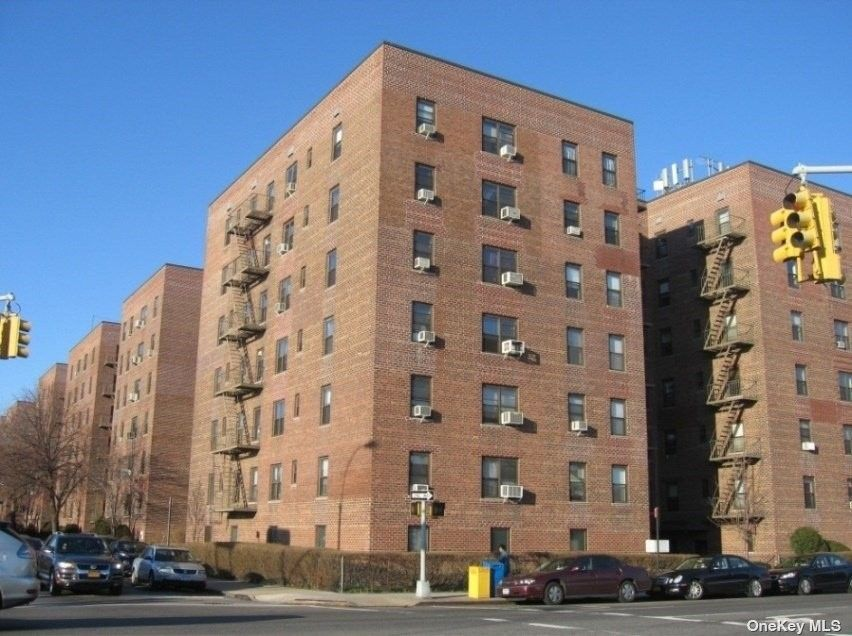 32-42 89 St Unit 602 East Elmhurst, NY 11369