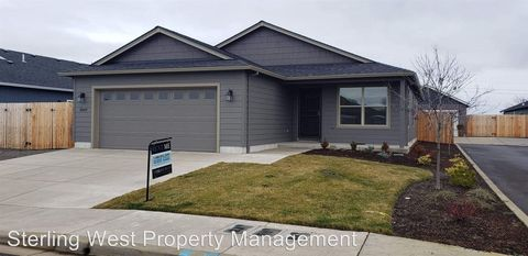 Photo of 3849 Valley Meadows Dr, White City, OR 97503