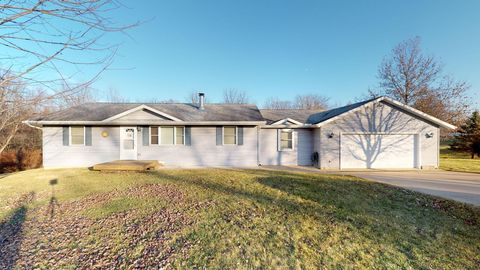 Photo of 1324 Hidden Valley Dr, Varna, IL 61375