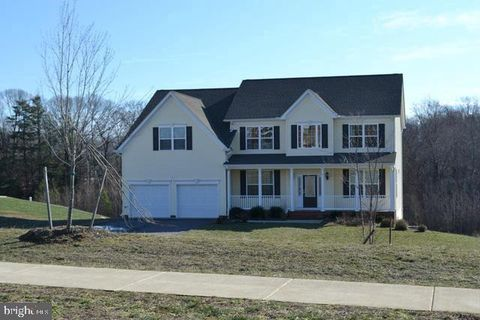 Photo of 985 Falls Pointe Way, Huntingtown, MD 20639