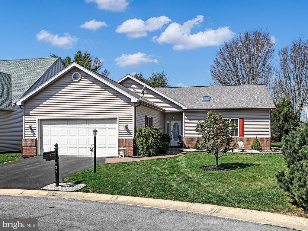 525 Waterside Cir Lebanon, PA 17042