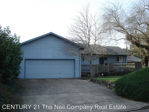 Photo of 2244 Nw Watters St, Roseburg, OR 97471