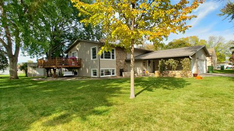 Photo of 1725 Mission Ct, Huron, SD 57350