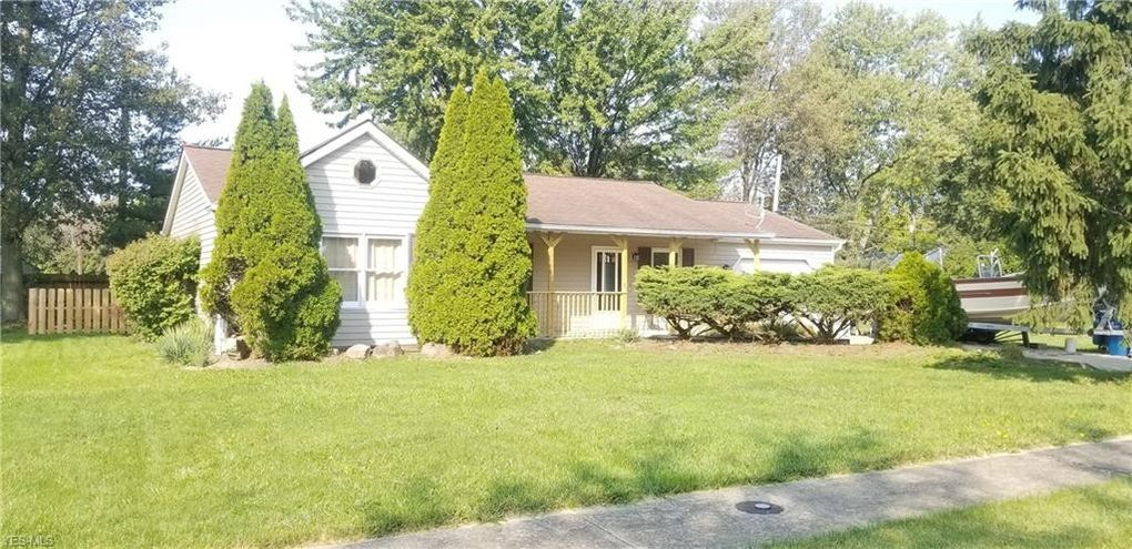 654 Grantwood Ave Sheffield Lake, OH 44054