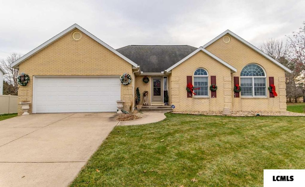 23 Westminster Dr Lincoln, IL 62656
