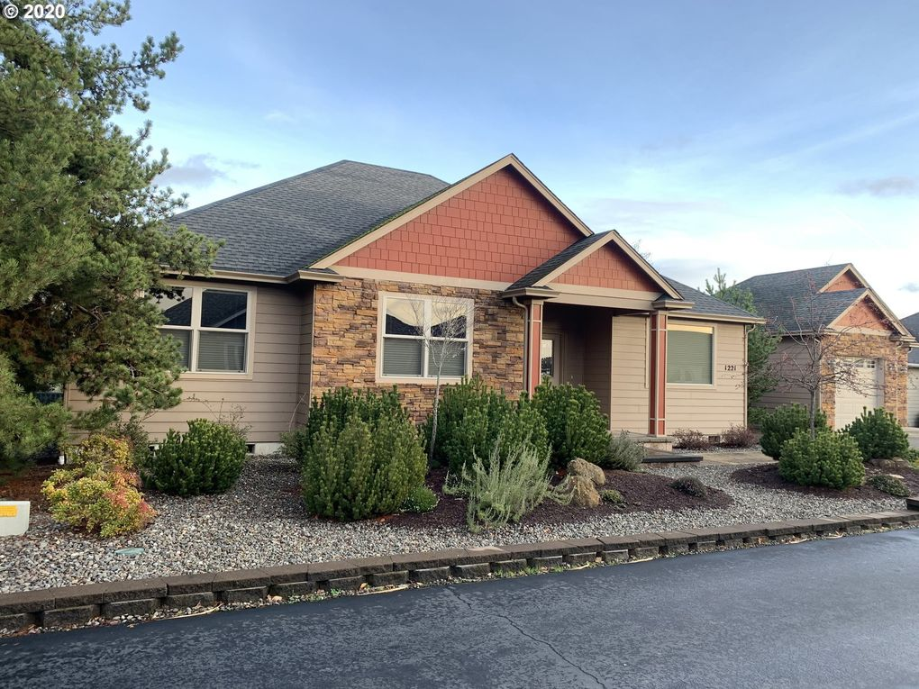 1221 Ne Granite Ridge St Roseburg Or 97470 Realtor Com