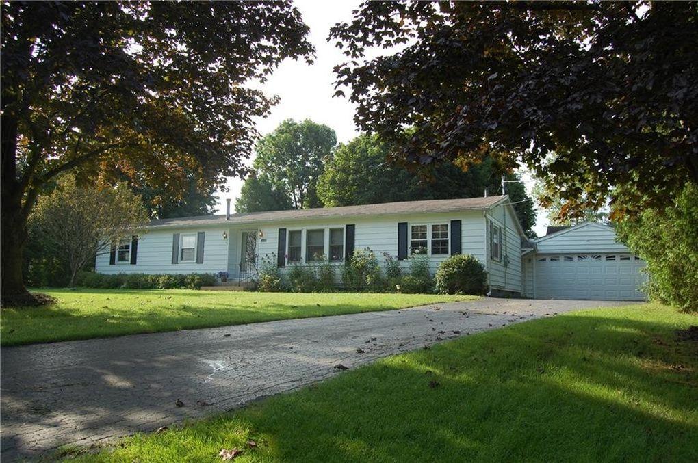 6138 Sweetland Rd, Stafford, NY 14143