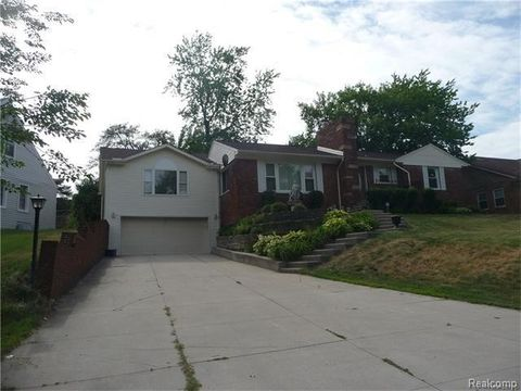 5760 Eastman Blvd, West Bloomfield Township, MI 48323