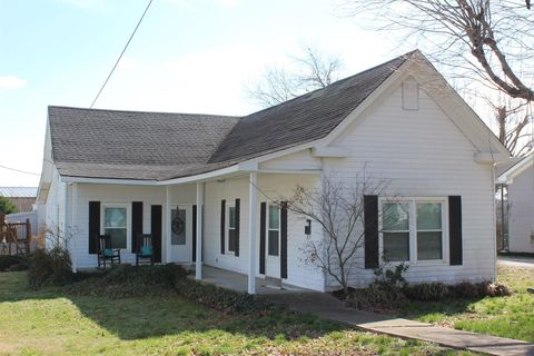 Photo of 207 River St, Hartsville, TN 37074