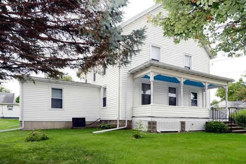 403 S 6th St, Fairfield, IA 52556