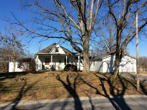 504 W South Ave, Bluford, IL 62814