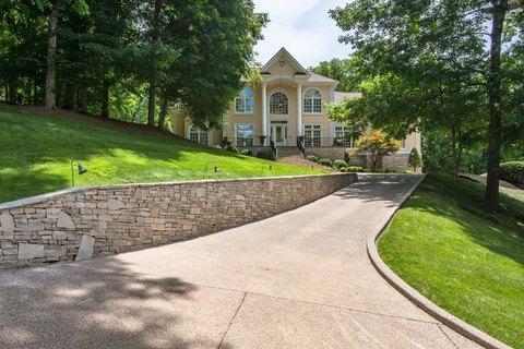 561 Grand Oaks Dr, Brentwood, TN 37027