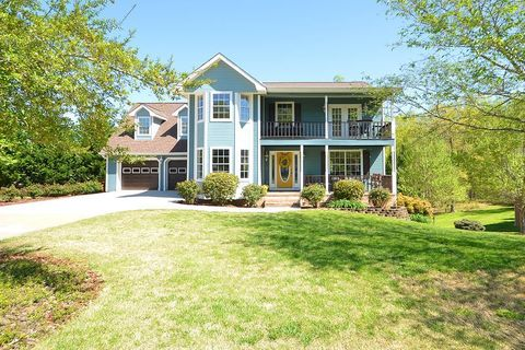 Photo of 6611 Flagstone Dr, Ooltewah, TN 37363