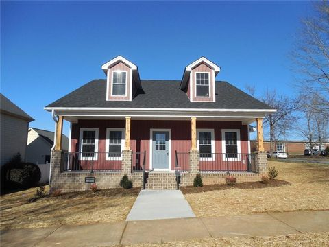 Photo of 4068 Library Ln Nw, Conover, NC 28613