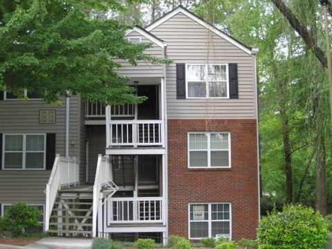 Photo of 308 Teal Ct, Roswell, GA 30076