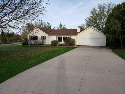 Photo of 2670 Samuel Clemens Rd, Muscatine, IA 52761
