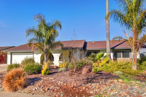 Photo of 8769 Gemstone Ct, Elk Grove, CA 95624