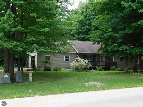 8387 Bent Pine Dr, Lake Ann, MI 49650
