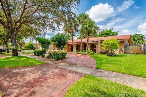 15040 Nw Dunbarton Pl, Miami Lakes, FL 33016. House For Rent