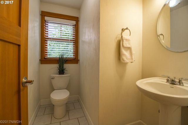 Bathroom Fixtures Eugene Oregon 128 e hilliard ln, eugene, or 97404 - realtor®