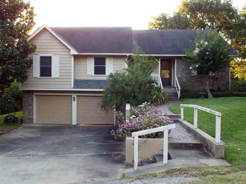 Photo of 70 Valley Dr, Coldspring, TX 77331