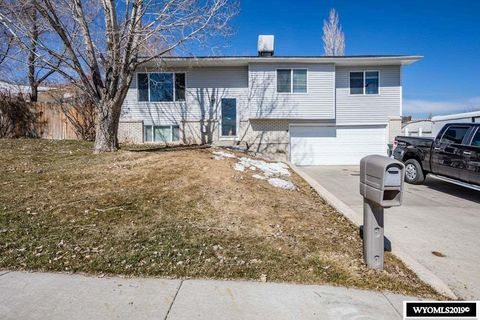 Photo of 2125 Mississippi St, Green River, WY 82935