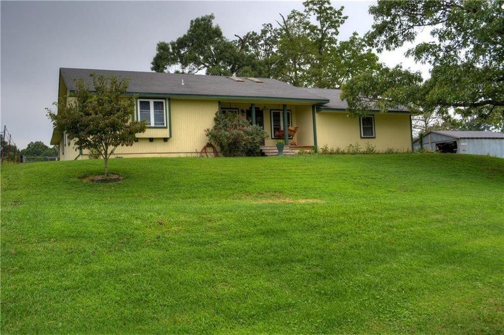 13461 Robbins Rd, Springdale, AR 72762