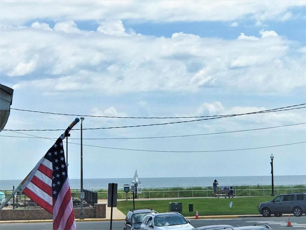 101 Seaside Pl Sea Girt, NJ 08750