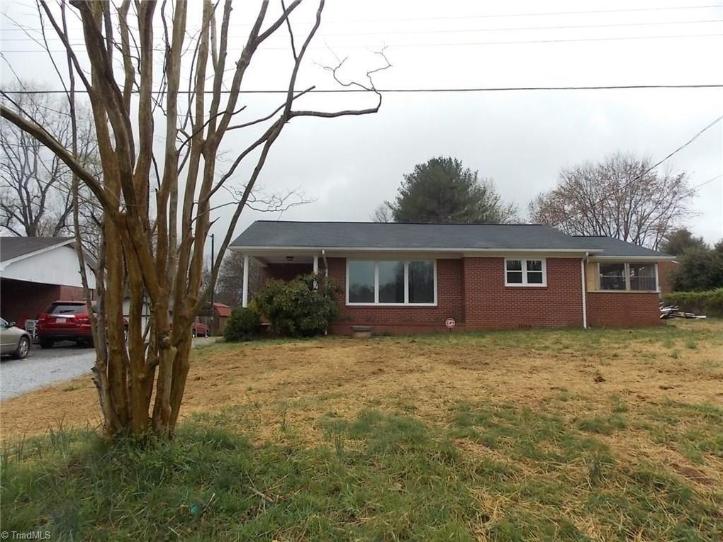 717 Parker Rd Mount Airy, NC 27030
