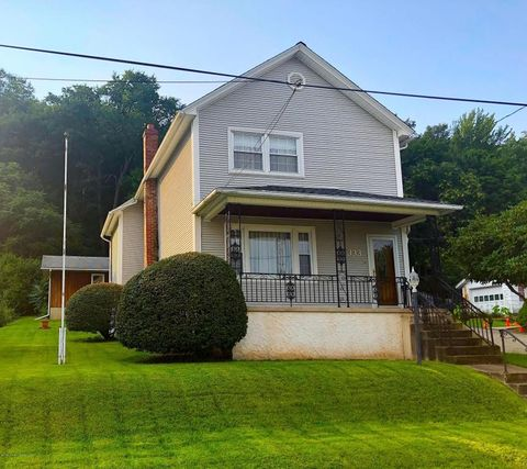 333 Whitmore Ave, Mayfield, PA 18433