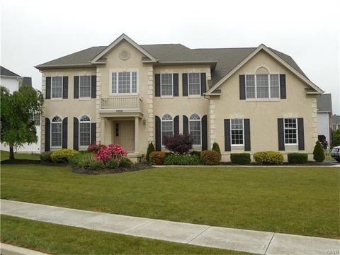 7399 Woodstone Cir, Lower Macungie Township, PA 18062