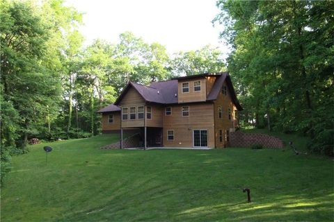 4305 Boy Scouts Rd, Central City, IA 52214