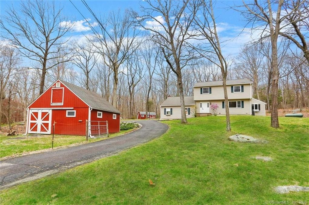 56 Great Ring Rd Newtown, CT 06482