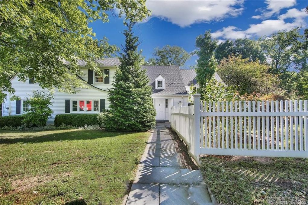 28 Porter Hill Rd Middlebury, CT 06762