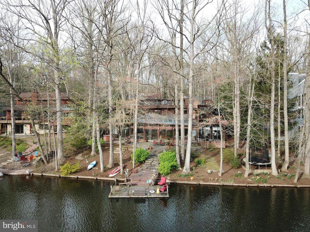 1934 Upper Lake Dr Reston, VA 20191