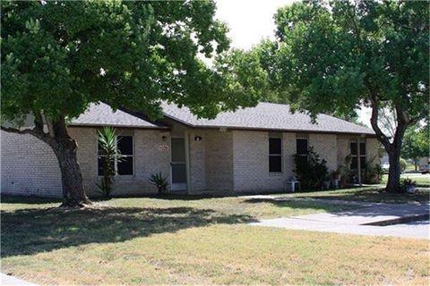 Photo of 1200 Meadow Park, Lockhart, TX 78644