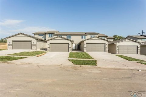 Photo of 1207 N Brennan Ct, Sioux Falls, SD 57110