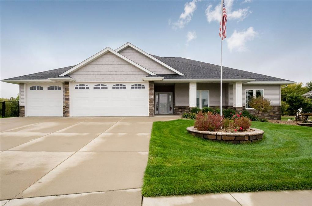 3475 Stanley Cup Dr, Marion, IA 52302