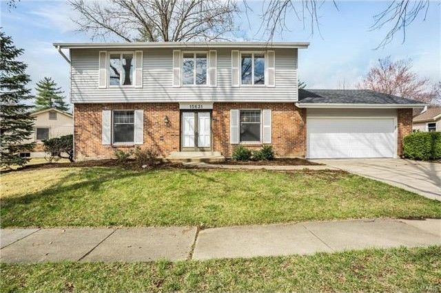 15631 Summer Lake Dr Chesterfield, MO 63017