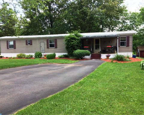 13 Fairway Cir Quakertown PA 18951
