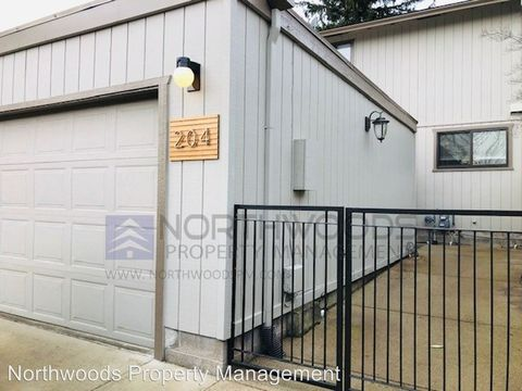 Photo of 204 Mount Echo Dr, Medford, OR 97504